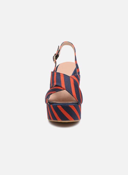 Sandali e scarpe aperte Essentiel Antwerp Pesteban Multicolore modello indossato