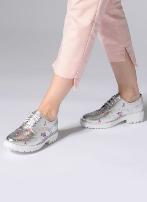 Chaussures à lacets Essentiel Antwerp Panache Argent vue bas / vue portée sac