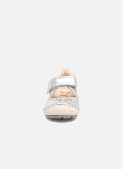 Ballerines Clarks Softly Eden Argent vue portées chaussures