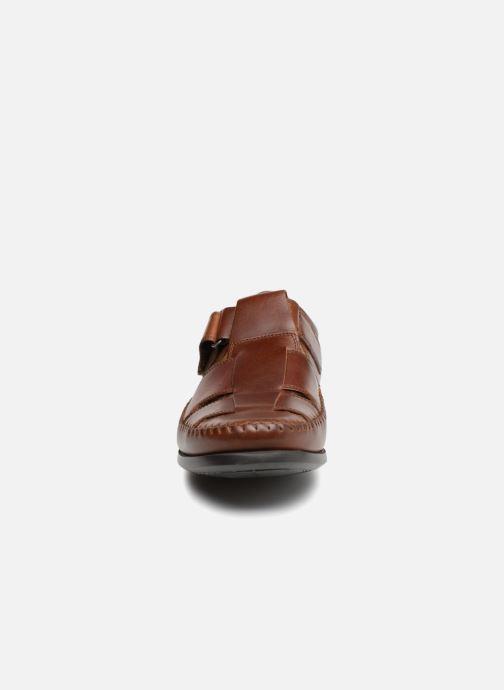 Mocassins Clarks Unstructured Un Gala Strap Marron vue portées chaussures