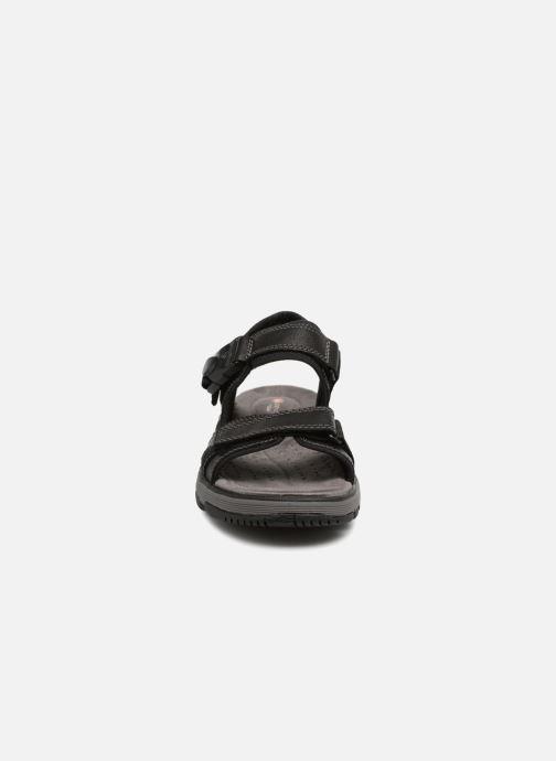 Sandali e scarpe aperte Clarks Unstructured Un Trek Part Nero modello indossato