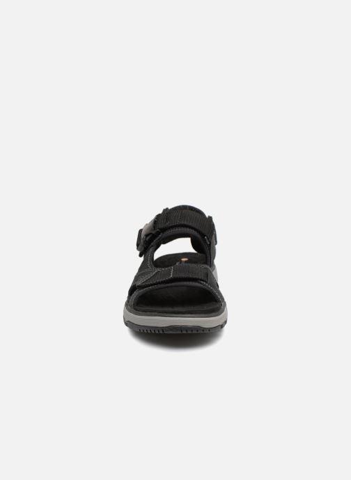 Sandales et nu-pieds Clarks Unstructured Un Trek Bar Noir vue portées chaussures