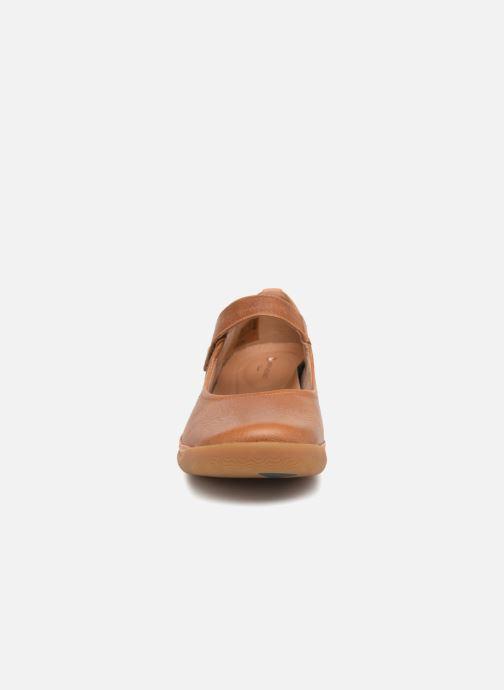 Ballerines Clarks Unstructured Un Haven Strap Marron vue portées chaussures
