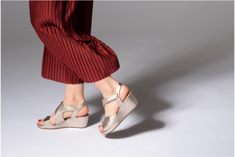 Sandales et nu-pieds Clarks Unstructured Un Plaza Sling Or et bronze vue bas / vue portée sac