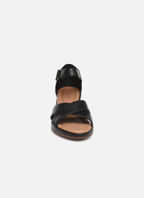 Sandales et nu-pieds Clarks Unstructured Un Plaza Cross Noir vue portées chaussures