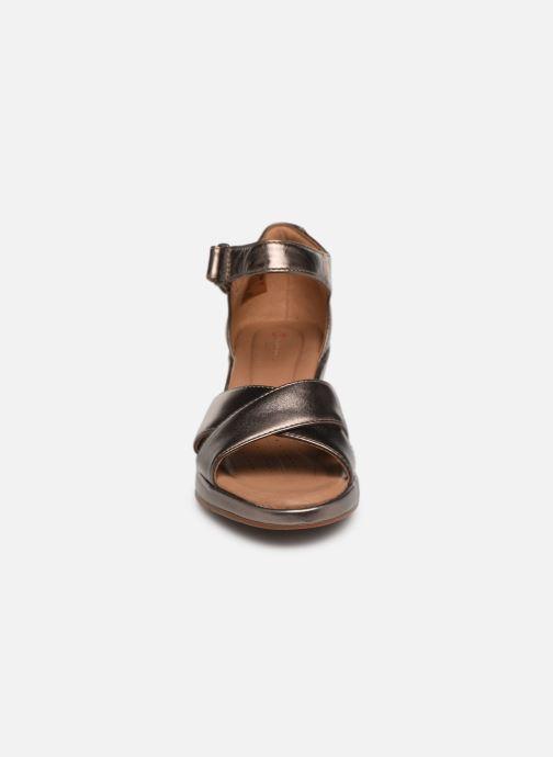 Sandales et nu-pieds Clarks Unstructured Un Plaza Cross Argent vue portées chaussures