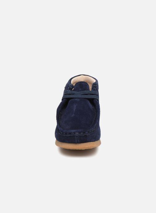 Chaussures à lacets Clarks Wallabee Bt Bleu vue portées chaussures