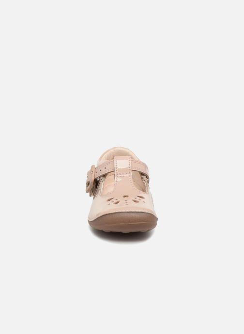 Ballerines Clarks Little Weave Beige vue portées chaussures