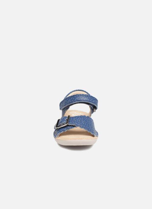 Sandales et nu-pieds Clarks Ivy Blossom Inf Bleu vue portées chaussures