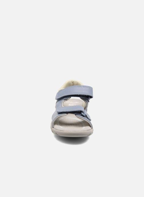 Sandales et nu-pieds Clarks Rocco Wave Bleu vue portées chaussures