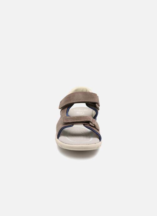 Sandales et nu-pieds Clarks Rocco Wave Marron vue portées chaussures