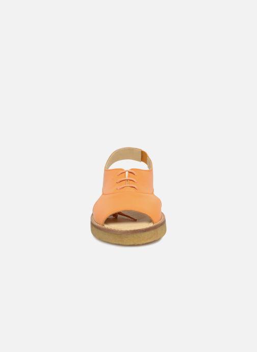 Sandali e scarpe aperte Tinycottons Crepe lace sandals Arancione modello indossato