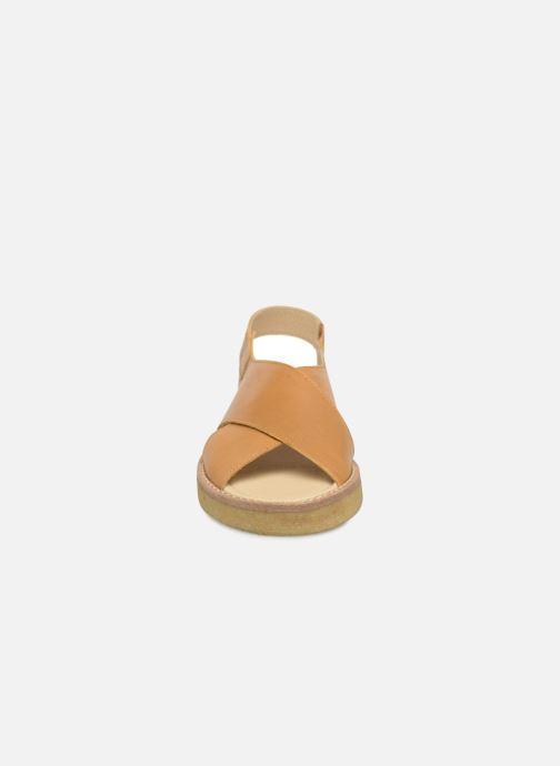 Sandali e scarpe aperte Tinycottons Crepe cross sandals Marrone modello indossato