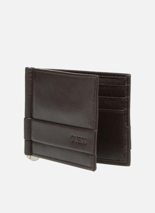 Petite Maroquinerie Guess CARD CASE/DKB Marron vue portées chaussures