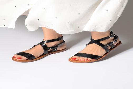 Sandales et nu-pieds L'Atelier Tropézien Lina Noir vue bas / vue portée sac