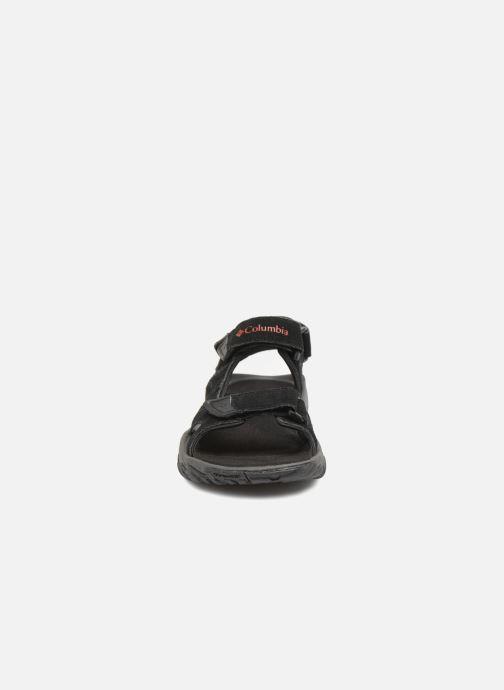 Scarpe sportive Columbia Santiam 3 Strap Nero modello indossato