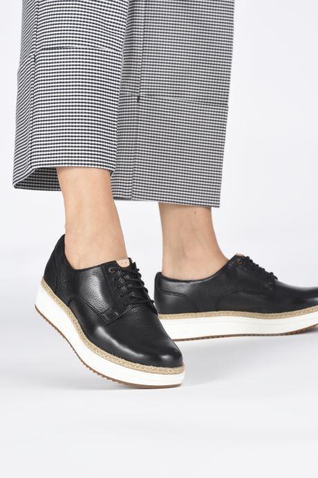 Snörade skor Clarks Teadale Rhea Svart bild från under