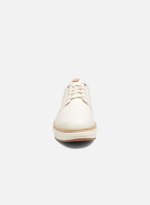 Snörade skor Clarks Teadale Rhea Vit bild av skorna på