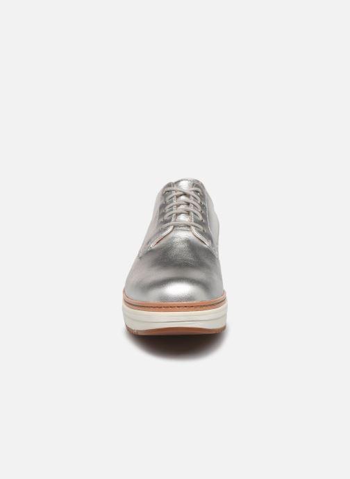 Zapatos con cordones Clarks Teadale Rhea Plateado vista del modelo