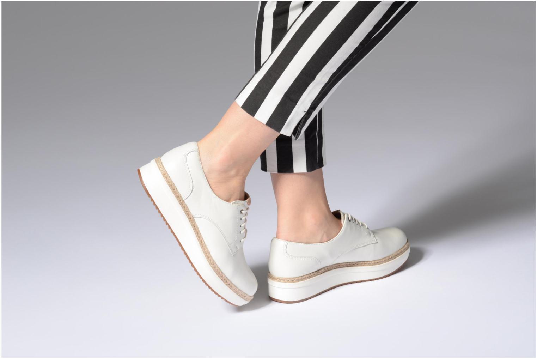 Chaussures à lacets Clarks Teadale Rhea Blanc vue bas / vue portée sac