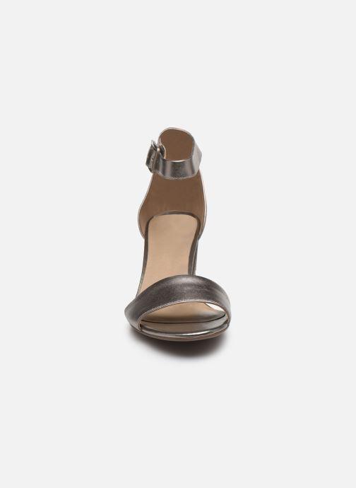 Zapatos de tacón Clarks DEVA MAE Plateado vista del modelo