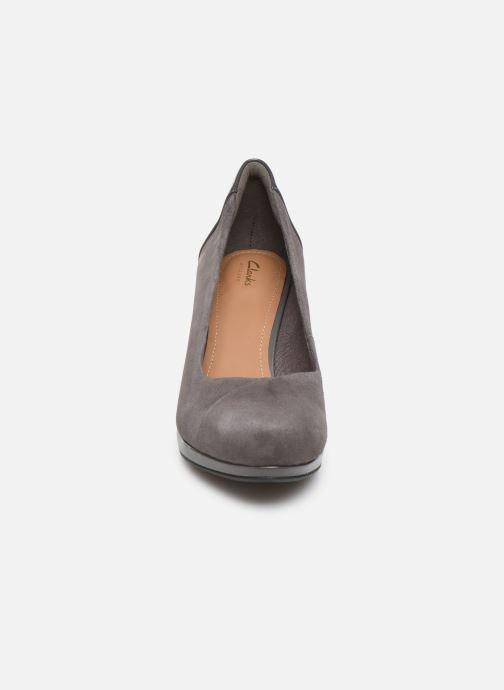 Escarpins Clarks Chorus Carol Gris vue portées chaussures