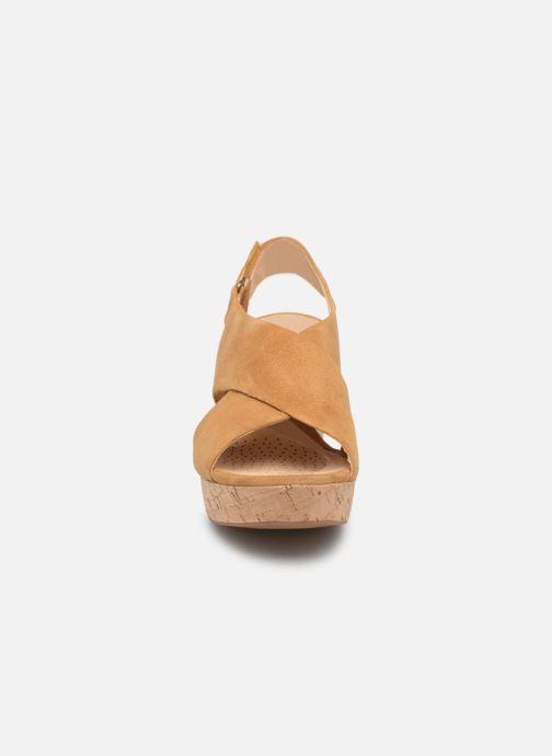 Sandali e scarpe aperte Clarks Maritsa Lara Giallo modello indossato