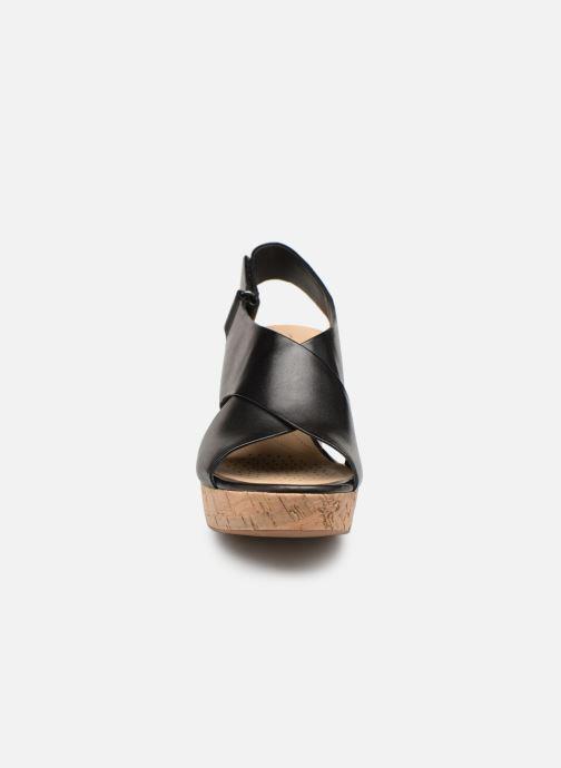 Sandali e scarpe aperte Clarks Maritsa Lara Nero modello indossato