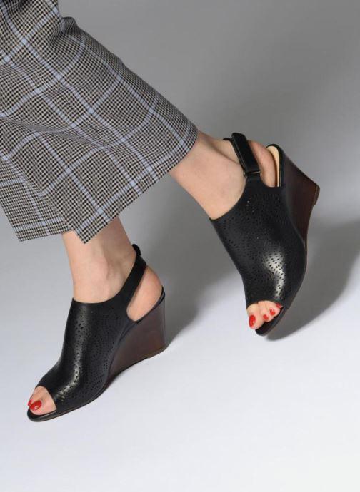 Sandales et nu-pieds Clarks Raven Dawn Noir vue bas / vue portée sac