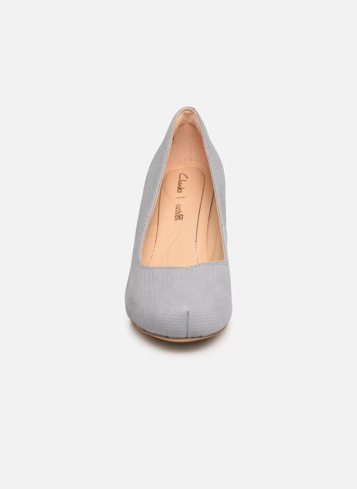 Escarpins Clarks Dalia Rose Gris vue portées chaussures