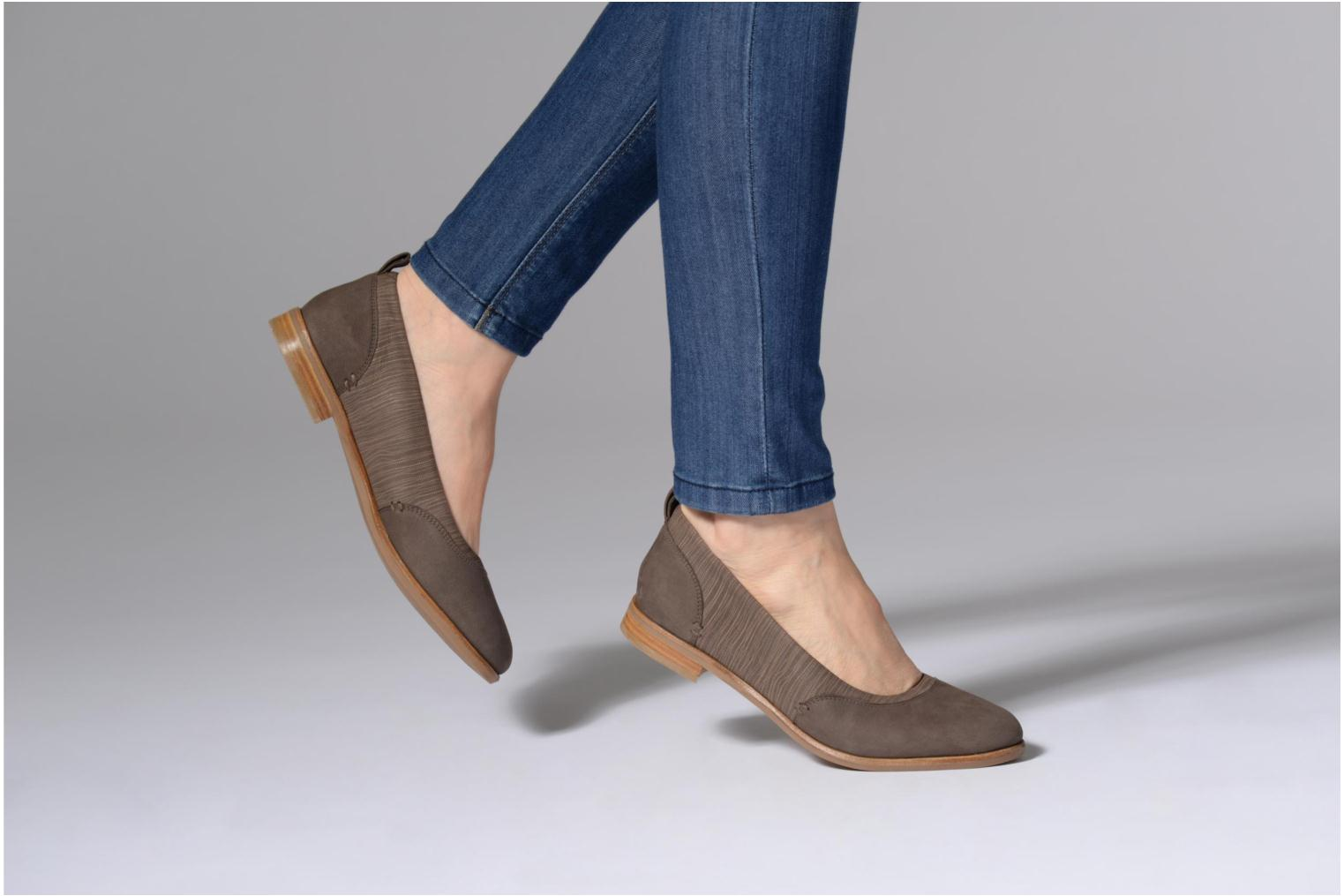 Ballet pumps Clarks Alice Ivy Brown view from underneath / model view