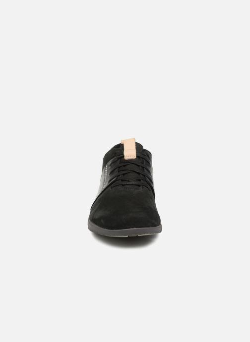 Sneakers Clarks Tri Caitlin Nero modello indossato