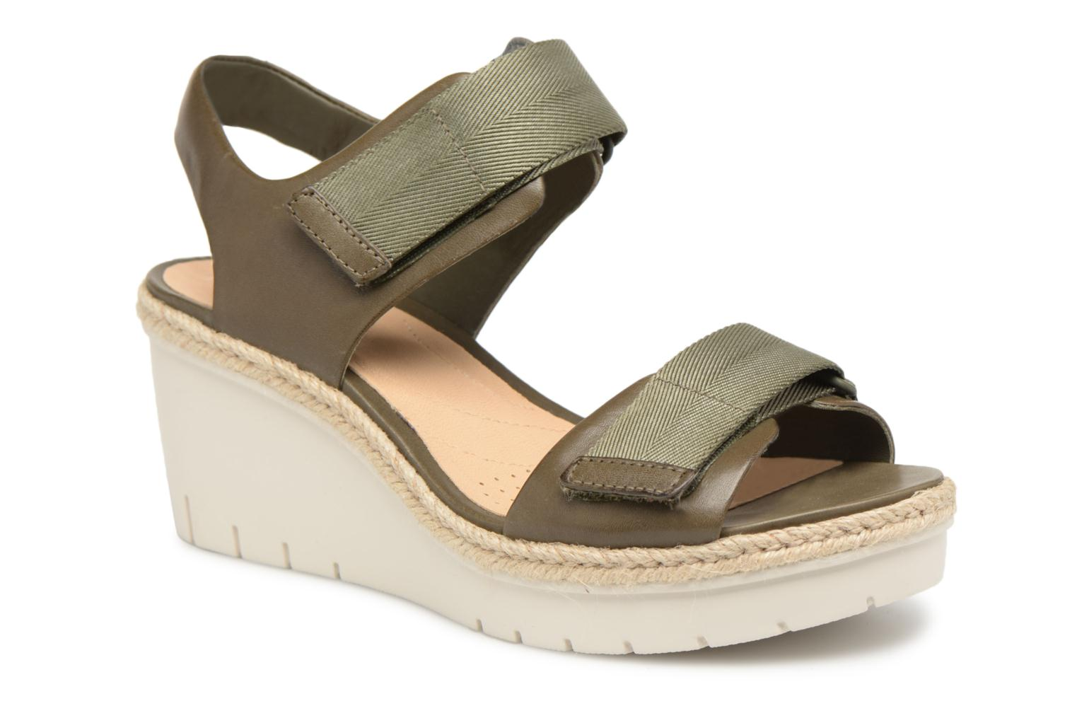 Sandals Clarks Palm Shine Green detailed view/ Pair view