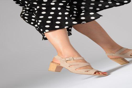 Sandales et nu-pieds Clarks Spiced Ava Noir vue bas / vue portée sac