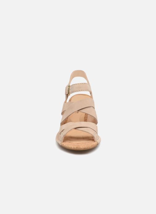 Sandales et nu-pieds Clarks Spiced Ava Beige vue portées chaussures
