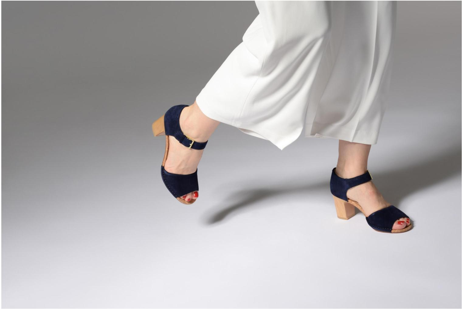 Sandals Clarks Spiced Olivia Blue view from underneath / model view