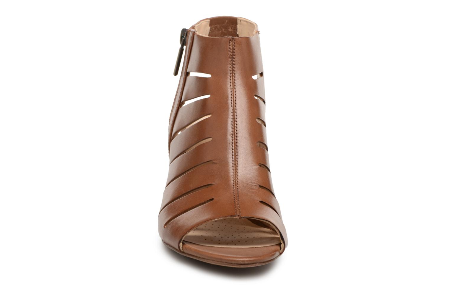 Sandals Clarks Deloria Ivy Brown model view