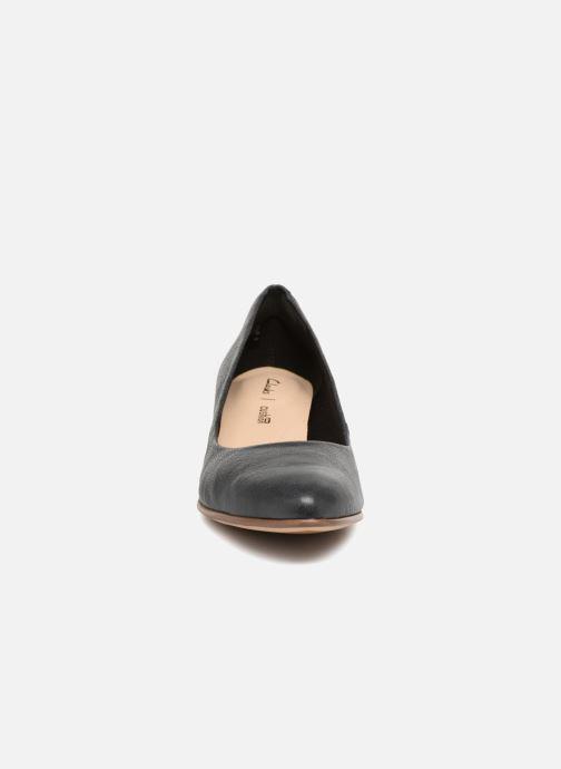 Zapatos de tacón Clarks Mena Bloom Negro vista del modelo