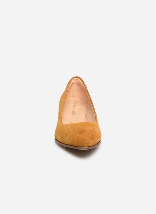 Escarpins Clarks Mena Bloom Jaune vue portées chaussures