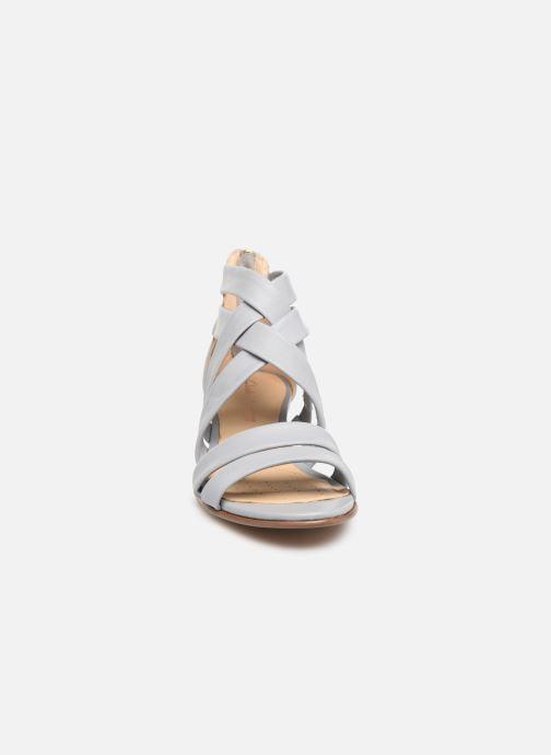 Sandales et nu-pieds Clarks Mena Silk Gris vue portées chaussures