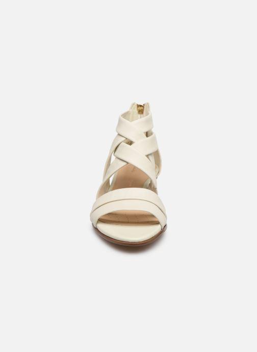 Sandales et nu-pieds Clarks Mena Silk Blanc vue portées chaussures