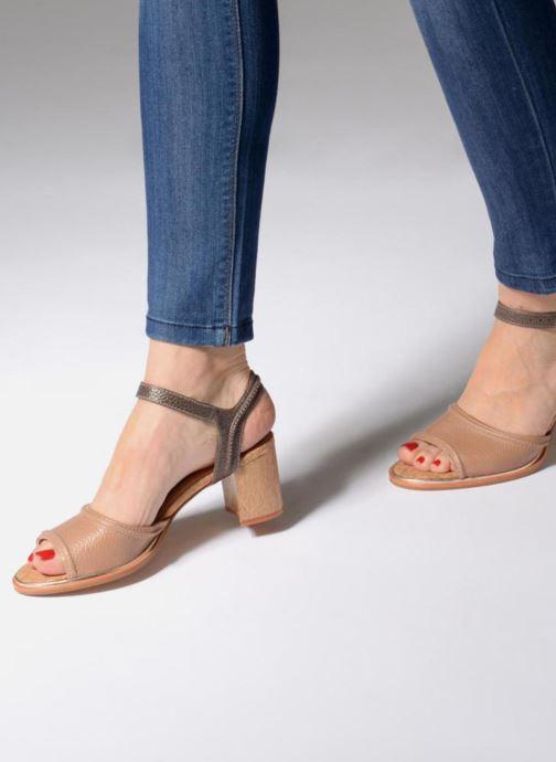 Sandales et nu-pieds Clarks Ellis Clara Beige vue bas / vue portée sac