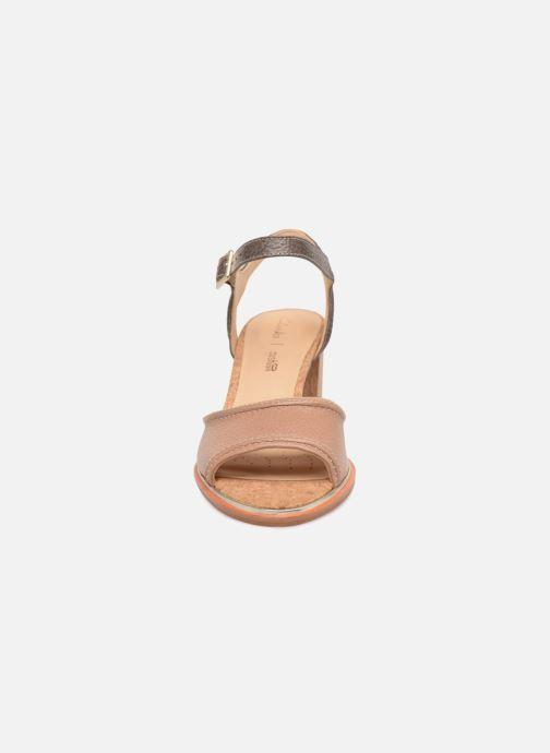 Sandales et nu-pieds Clarks Ellis Clara Beige vue portées chaussures