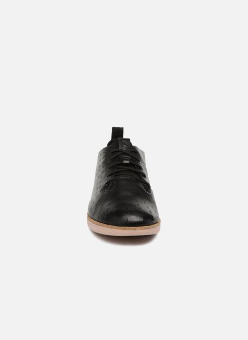 Zapatos con cordones Clarks Tri Etch Negro vista del modelo