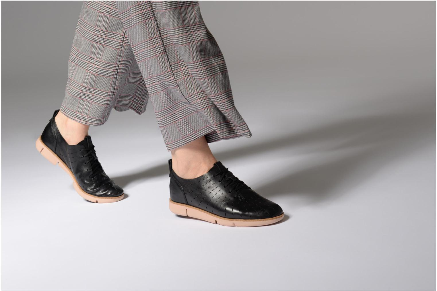 Lace-up shoes Clarks Tri Etch Black view from underneath / model view