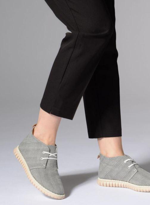 Chaussures à lacets Clarks MZT Liberty Gris vue bas / vue portée sac