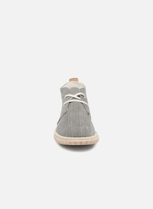 Chaussures à lacets Clarks MZT Liberty Gris vue portées chaussures