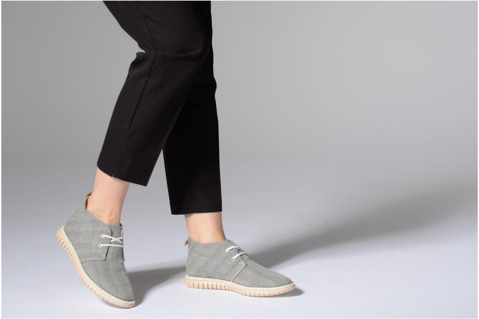 Lace-up shoes Clarks MZT Liberty Grey view from underneath / model view
