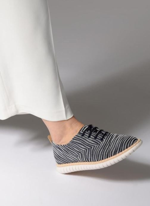 Chaussures à lacets Clarks MZT Blithe Bleu vue bas / vue portée sac