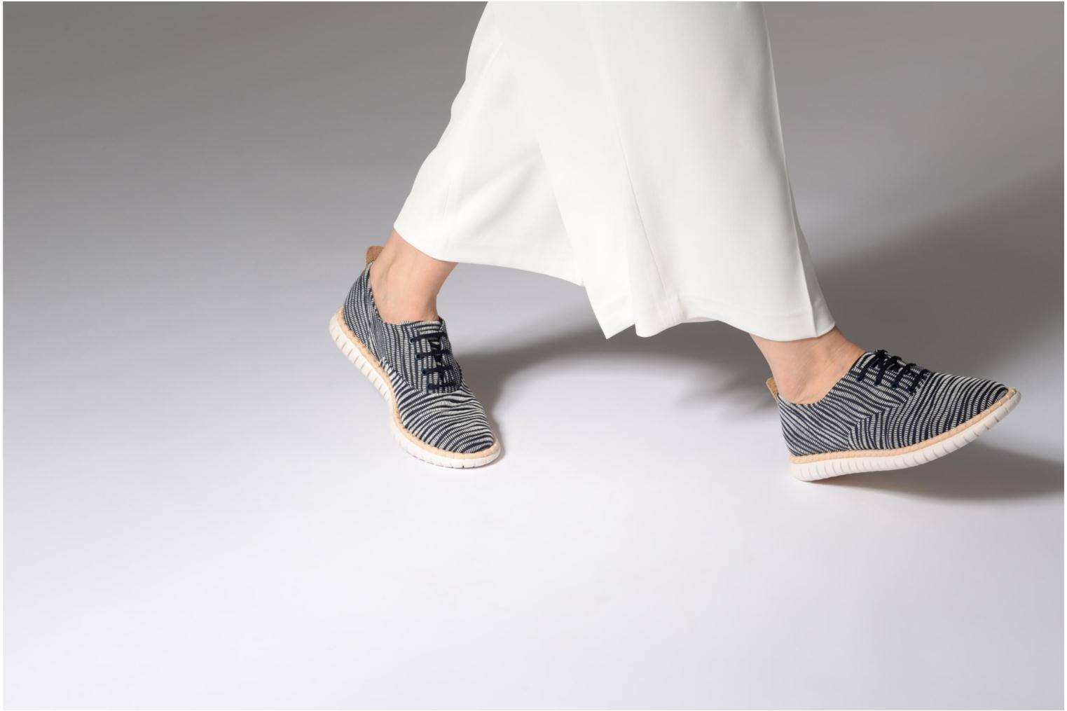 Lace-up shoes Clarks MZT Blithe Blue view from underneath / model view